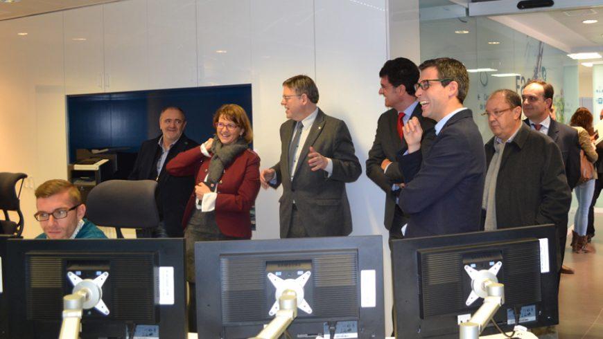 Ximo Puig y Elena Cebrián visitan el Centro de Telecontrol de FACSA