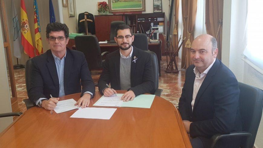 El Ayuntamiento de l'Alcora y FACSA firman un convenio para evitar la pobreza energética