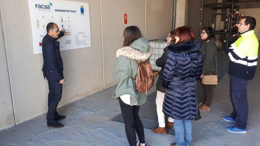 El alumnado del Curso de Captación y Tratamiento del Agua de la Cátedra FACSA de la UJI visita la planta de ósmosis de Burriana