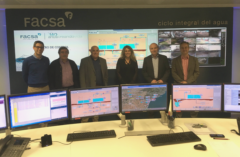 La alcaldesa de Vall d'Alba, Marta Barrachina, visita las instalaciones de FACSA