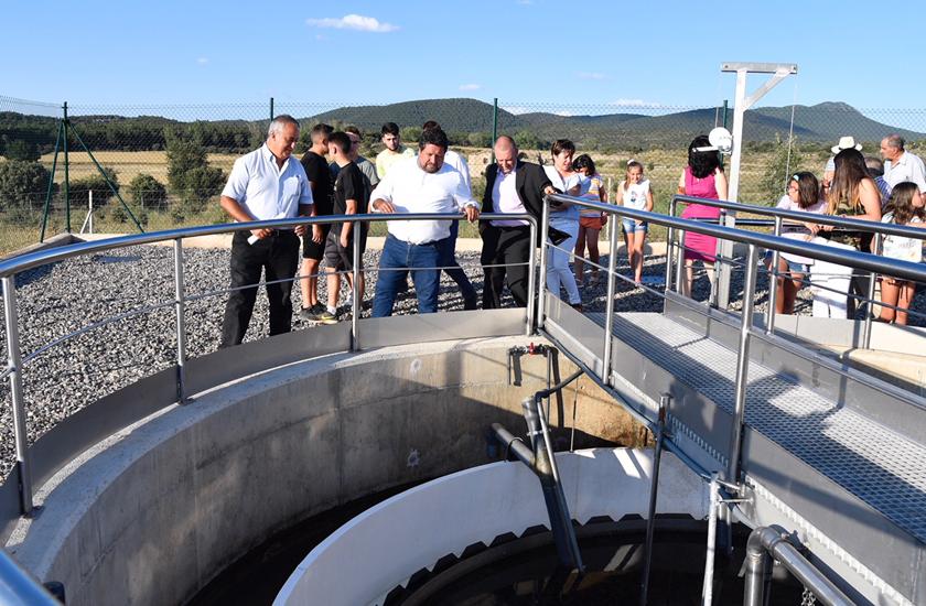 La Diputación Provincial y FACSA inauguran la depuradora de Barracas