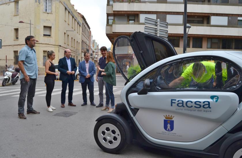 """La Vall d'Uixó y FACSA refuerzan su compromiso medioambiental con un nuevo vehículo """"cero emisiones"""""""
