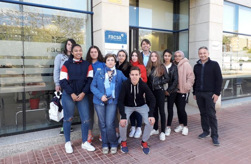 El alumnado del IES Benigasló visita las instalaciones de FACSA en la Vall d'Uixó