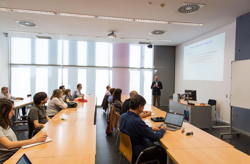 Investigadores de la Universidad de Zaragoza presentan en la UJI el proceso de cavitación para tratar aguas contaminadas