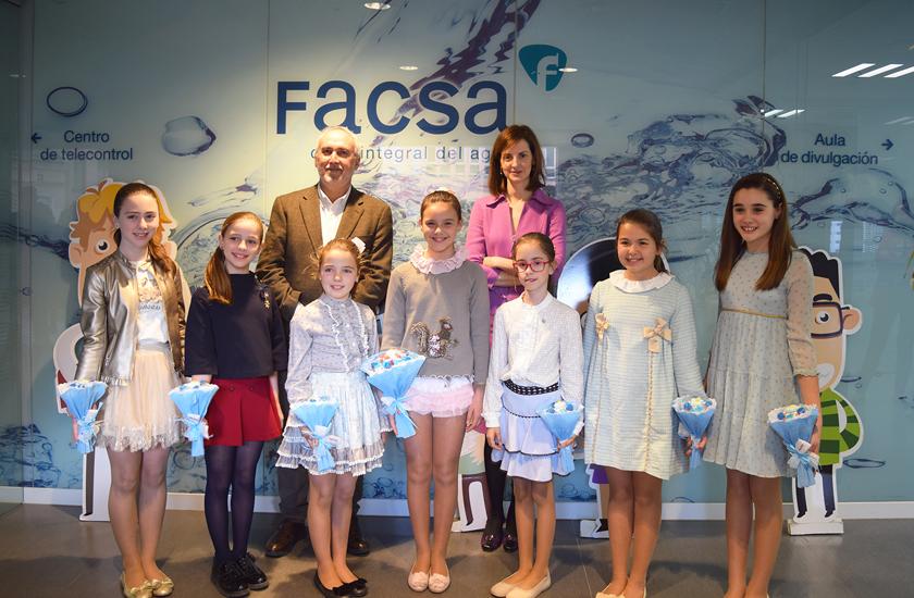 La reina infantil de las Fiestas de la Magdalena, Gal.la Calvo, visita junto a su Corte de Honor las instalaciones de FACSA